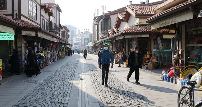 Konya'da vatandaşlar sigara içme yasağına kısmen uyuyor