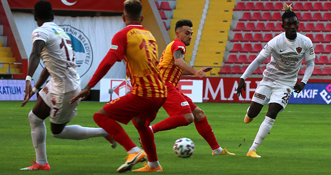 Kovid-19 maçları vurdu