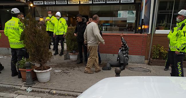 Konya'da masaya servis isteyen müşterilerle garson arasında çıkan kavgada 2 kişi yaralandı