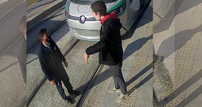Konya'da tramvay durağında bıçaklı saldırı