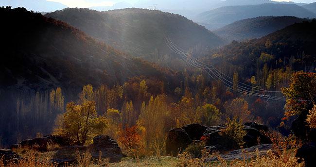 Konya'da Kapadokya'yı andıran 2 bin yıllık antik kentte sonbahar güzelliği