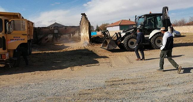 Konya'da samanlık yangını: Saman balyaları kül oldu