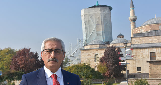 """Mevlana Müzesi'nin turkuaz kubbesi """"100 ton yük""""ten kurtarıldı"""