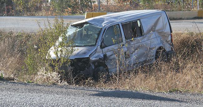Konya'da otomobille minibüs çarpıştı: 1 ölü, 3 yaralı