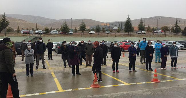 Konya'da Kovid-19 nedeniyle yaşamını yitiren hemşire son yolculuğuna uğurlandı