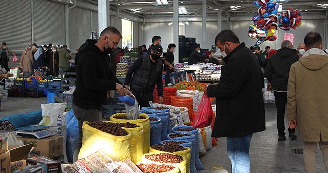 Konya'da kısıtlama öncesi semt pazarlarında yoğunluk
