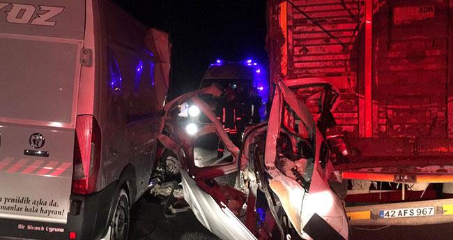 Konya-Ankara kara yolunda minibüs ile tır çarpıştı: 1 ölü, 1 yaralı