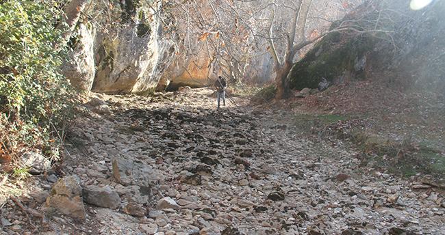 Konya'da susuzluktan kuruyan dere yağış bekliyor