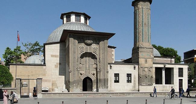 Anadolu Selçuklu dönemi taç kapıları kitaplaştırılıyor
