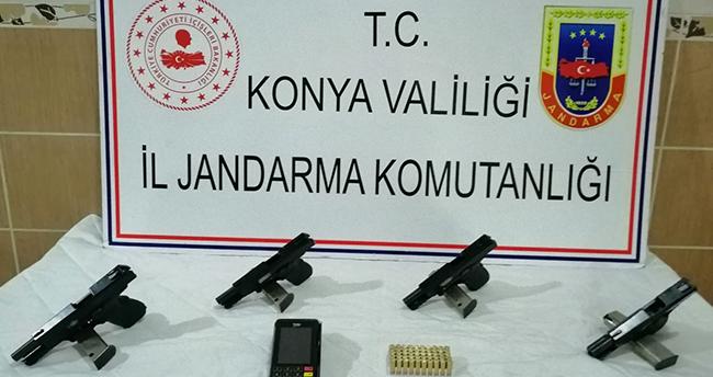 Konya'da araçta yapılan aramada 4 tabanca ve 50 mermi ele geçirildi