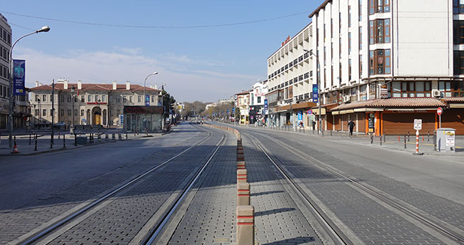 Konya'da cadde ve sokaklarda sessizlik sürüyor