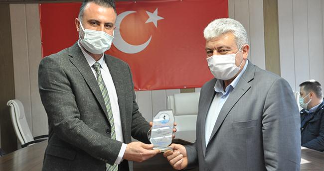 Akşehir Devlet Hastanesi'ne destek olan iş insanlarına plaket