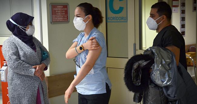 Konya'da sağlık çalışanlarına CoronaVac aşısının ilk dozu yapılmaya başlandı
