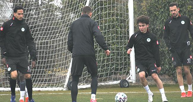 Konyaspor, Göztepe hazırlıklarına yapılan antrenmanla devam etti