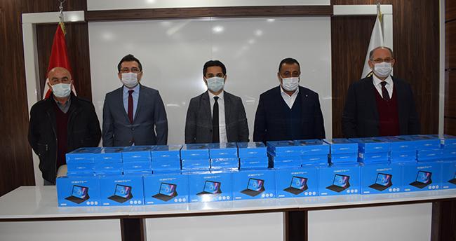Karapınar'da öğrencilere tablet dağıtıldı