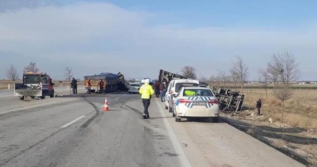 Konya'da seyir halindeki tır kamyona arkadan çarptı: 1 yaralı