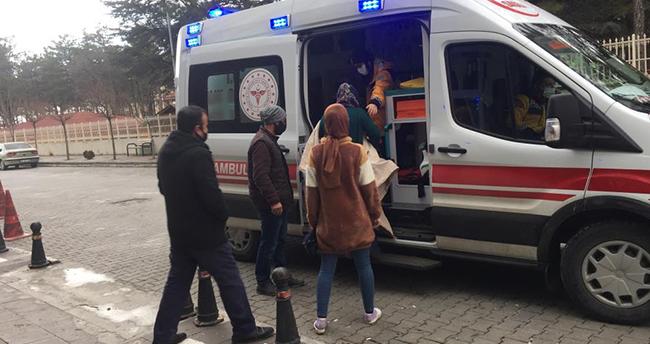 Konya'da yemek tenceresinin üzerine düşen çocuk yandı