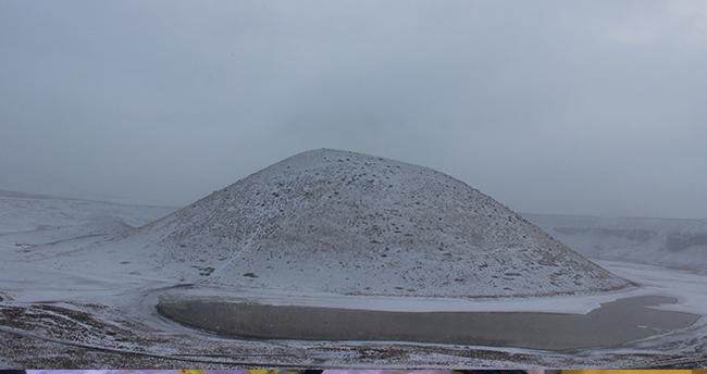 Kuruyan Meke Gölü'ne kar yağdı
