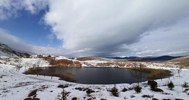 Konya'da eşsiz görüntüler! Torosların incisi Dipsiz Göl'de kış güzelliği