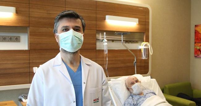 Konya'da yaşlı adamın 600 grama ulaşan prostatı alındı