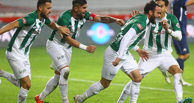 Konyaspor 2 attı, 2 yedi!