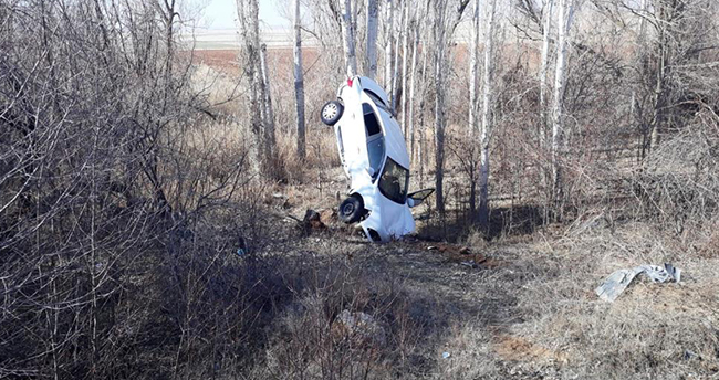 Kırıkkale-Konya kara yolunda ilginç kaza! Otomobil 'amuda' kalktı: 1 yaralı