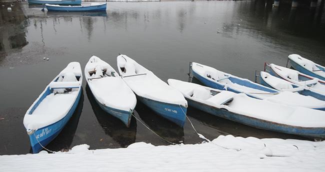 Konya'nın ilçelerinde kar yağışı etkili oldu