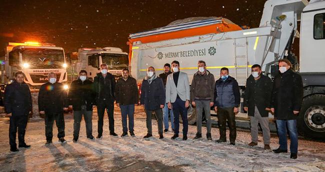 Başkan Kavuş, ekiplerle birlikte kar nöbetinde mesai yaptı