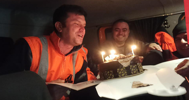 Tipi altında 1825 rakımlı Alacabel'de doğum günü sürprizi