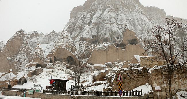 Ihlara'nın giriş kapısı Selime kışın tüm güzelliklerini yansıtıyor