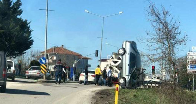 Akıllara durgunluk veren kaza! – Otomobil dik durdu