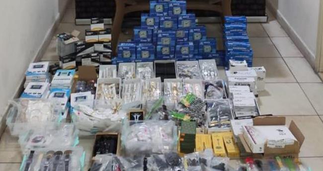 Afyonkrahisar-Konya yolunda yapılan uygulamada binlerce kaçak ürün ele geçirildi