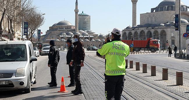 Konya'da sokağa çıkma kısıtlamasına denetimler yapılıyor