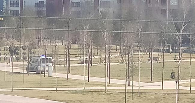 Konya'da kısıtlamayı delen vatandaşlar polis anonsu ile dağıldı