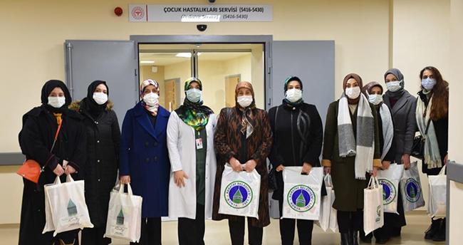 Karatay Kent Konseyi Kadın Meclisi üyeleri, Sevgi Evleri ile hastanede tedavi gören çocukları ziyaret etti