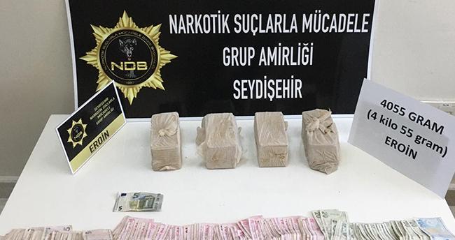 Konya'da bir araçta 4 kilo 55 gram eroin ele geçirildi, 3 zanlı gözaltına alındı