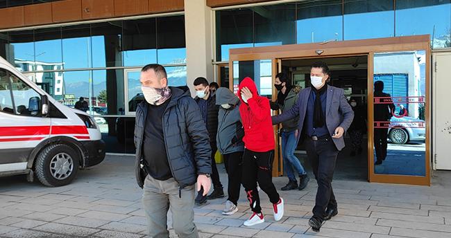 Konya'da araçta 4 kilo 55 gram eroinin ele geçirilmesiyle ilgili iki zanlı tutuklandı