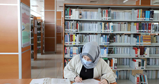 KTO Karatay Üniversitesi Merkez Kütüphanesi tüm okuyuculara kesintisiz hizmet veriyor
