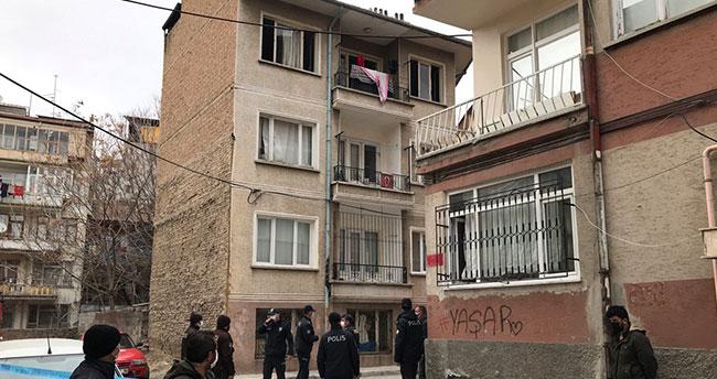Konya'da çıkan yangında mahsur kalan kişileri itfaiye kurtardı