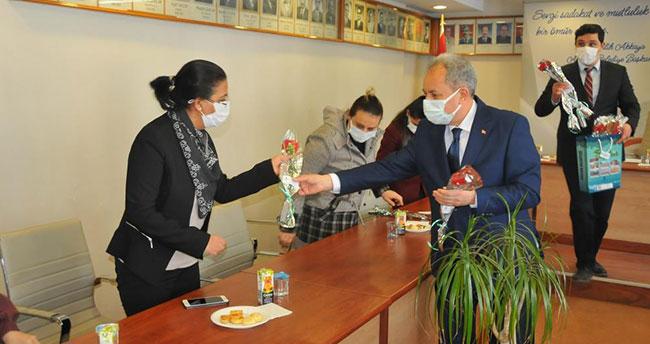 Başkan Akkaya, belediyedeki kadın personelin Kadınlar Günü'nü kutladı