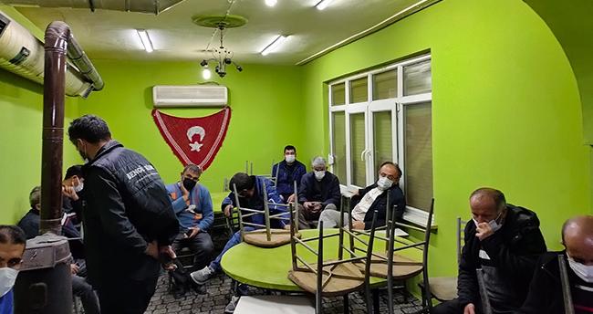 """""""Çok yüksek riskli"""" Konya'da kahvehaneye dönüştürülen evdeki 18 kişiye para cezası"""