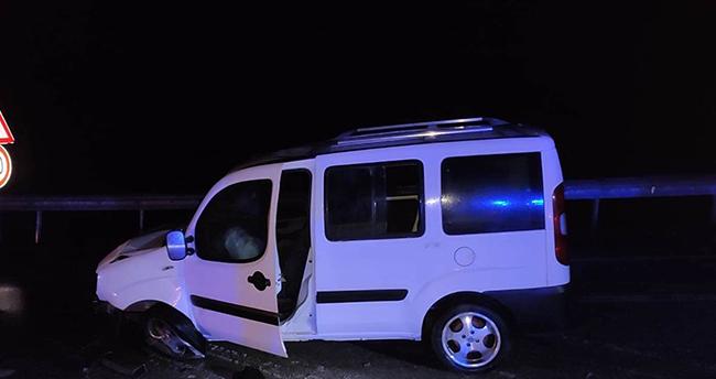 Konya'da sürücünün direksiyon hakimiyetini kaybettiği araç bariyere çarptı
