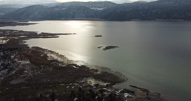 Beyşehir'de eriyen kar suları, ekili alanları suyla doldurdu