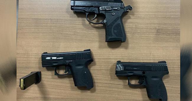 Konya'da denetimlerde 3 ruhsatsız tabanca ele geçirildi, hakkında yakalama kararı bulunan bir kişi gözaltına alındı