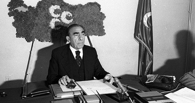Ülkücü Hareket'in Lideri Türkeş vefatının 24. yılında anılıyor