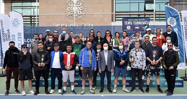 Senyör Tenis Turnuvası'nda kupalar sahiplerini buldu
