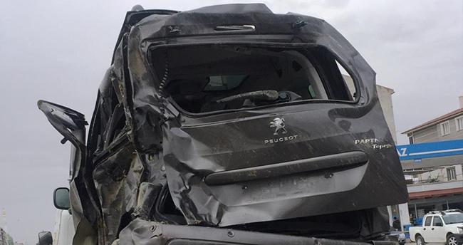 Konya'da kontrolden çıkan hafif ticari araç takla attı
