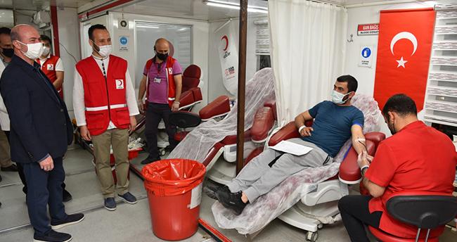 Başkan Pekyatırmacı kan bağışı etkinliğini ziyaret etti